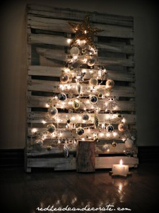 DIY-Pallet-Christmas-Tree-w-easy-steps-and-no-wood-removal-howne.com_