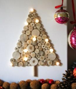idées-décoration-murale-Noël-disques-bois-ampoules-sapin-Noel
