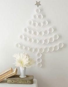 idées-décoration-murale-Noël-ornements-papier-sapin-mur-étoile-argentée