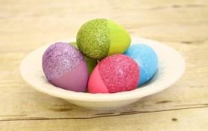 decoration-œufs-de-Pâques-paillettes-brillantes