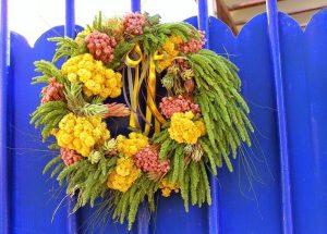 1er mai en Europe - courrone de fleurs en Grèce - Fêtes vous même