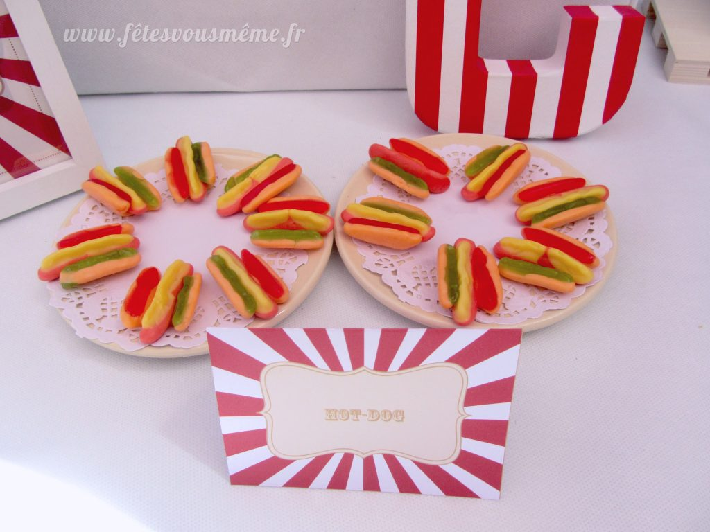 Table Gourmande Fête Foraine - bonbons hot-dogs - Fêtes vous même